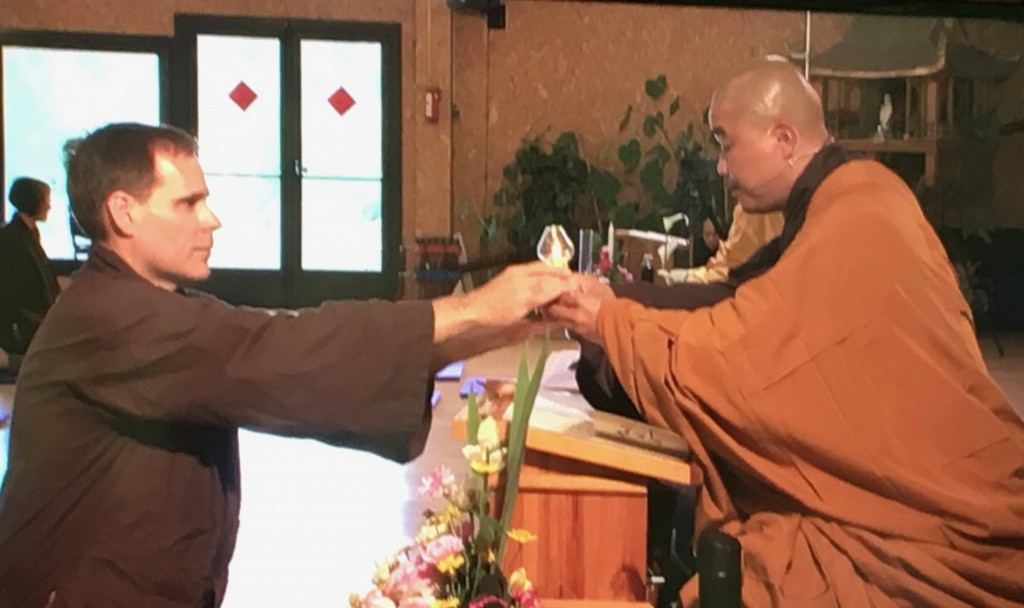Scott receiving his lamp from Br. Phap Ung at Plum Village in June, 2018.